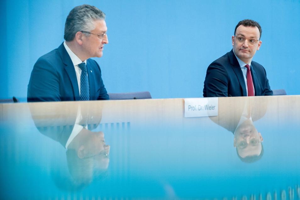 Jens Spahn und Lothar Wieler rufen in der aktuellen Phase der Pandemie zur Vorsicht auf.