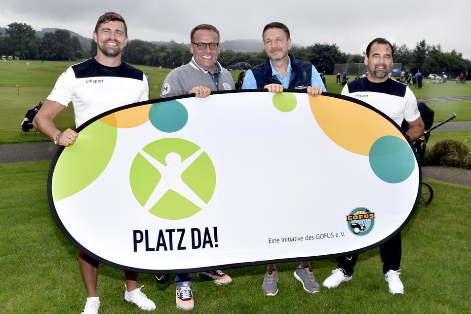 """Beim 6. Golfturnier """"Dresden Open"""" hat der Verein """"Gofus"""" Spenden für Bolz- und Spielplätze in der Region gesammelt. Mit dabei waren (v.l.) Fußballer Benni Kirsten, Nico Rulfs von den Gofus, Marten Schwass, Chef des Taschenbergpalais Dresden,"""