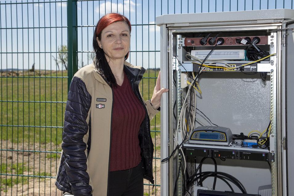 Grit Moosdorf vom Landesvermessungsamt war maßgeblich am Bau und an der Planung der ersten sächsischen Bodenstation des SAPOS -Satellitenpositionierungsdienstes beteiligt.