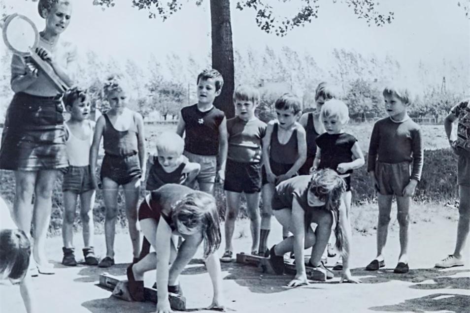 Annegret Körner Anfang der 70er Jahre. Sie legte viel Wert auf Sport und Bewegung in der Natur. Das Foto stammt aus der Chronik, die jede Leiterin fortgeführt hat.