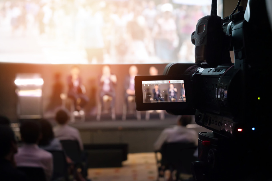 Berufswunsch: Irgendwas mit Medien. Die Branche bietet viele Perspektiven - nun sind drei weitere Fortbildungsmöglichkeiten hinzu gekommen.