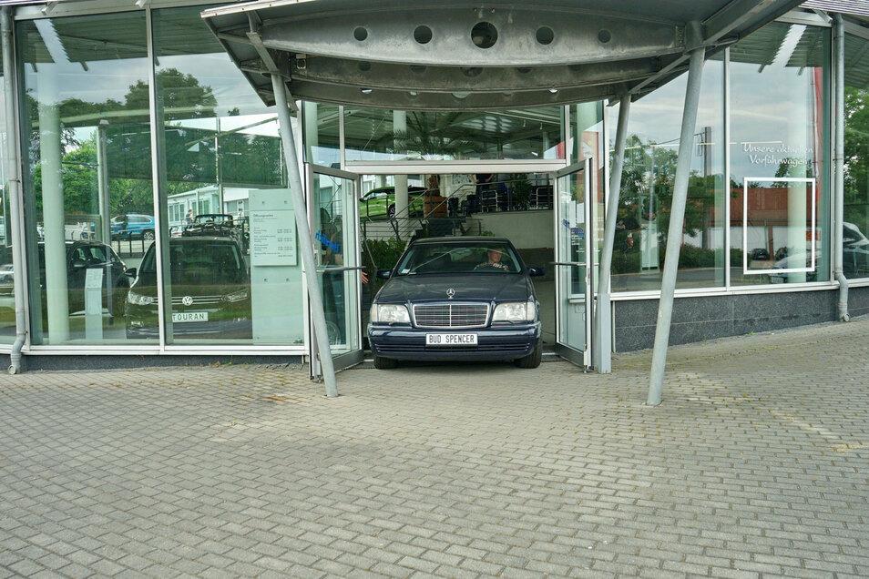 Nach knapp einem Jahr wurde der Mercedes des 2016 gestorbenen Schauspielers Bud Spencer jetzt aus Lommatzsch abgeholt.