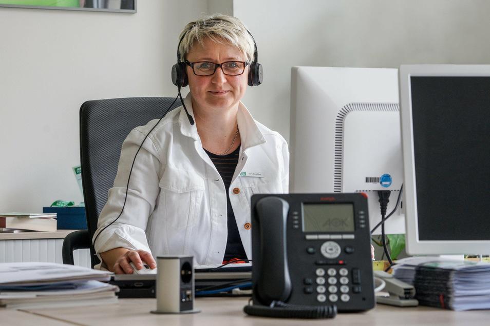Ines Häschke von der AOK ist zwar regelmäßig in ihrem Büro in Bautzen, arbeitet aber immer öfter auch von Zuhause.