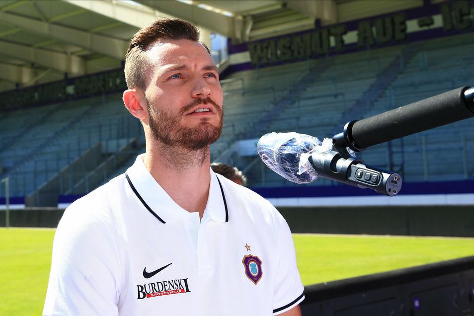 Das erste Interview im neuen Dress: Florian Ballas, bis zuletzt Kapitän bei Dynamo Dresden, spielt jetzt für Erzgebirge Aue.