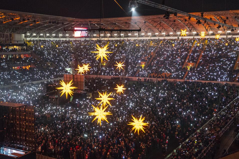 Große und festliche Stimmung kann im Dynamo-Stadion aufkommen, wenn Herrnhuter Sterne und weihnachtliche Gesänge das Oval erfüllen bislang geschah das fünf Mal.