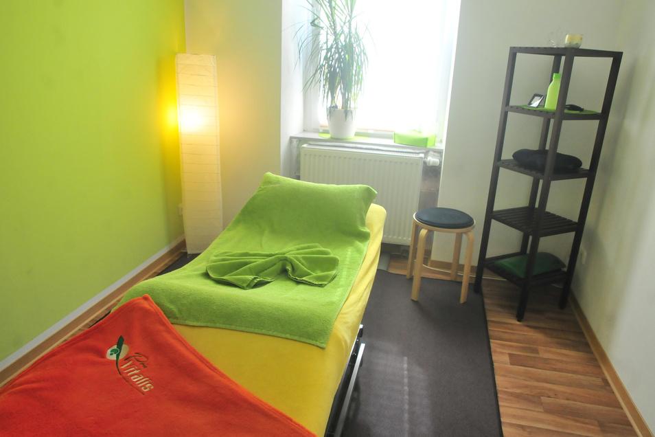 Abspannen in entspannter Atmosphäre: Sechs Therapeuten betreuen die Patienten in acht Räumen.