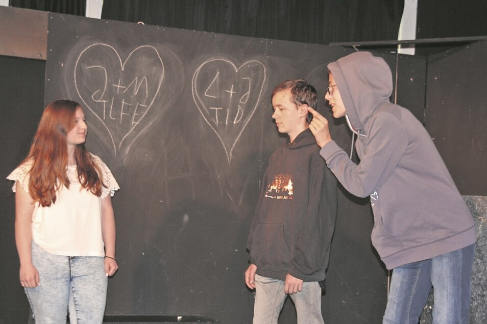 Vivian (14) als Juzliet, Linus (13) als Lars und Leonie (13) als Johnny.