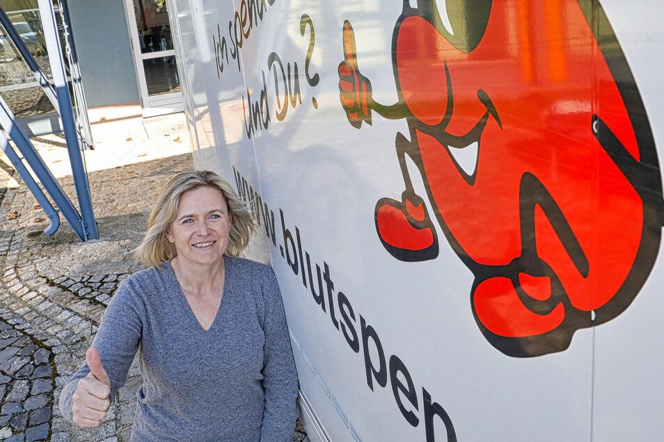 Ich gehe jetzt Blut spenden! SZ-Reporterin Jana Ulbrich vor dem DRK-Blutspende-Termin in Neugersdorf.