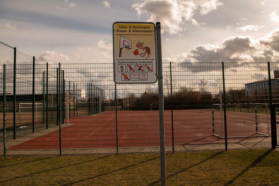Ab dieser Woche zieht auf den Außensportanlagen im Sportpark Husarenviertel wieder ein bisschen Leben ein. Doch viele Fragen sind offen - und Inzidenzwerte sowie nicht zuletzt das Wetter sind unwägsame Begleiter.