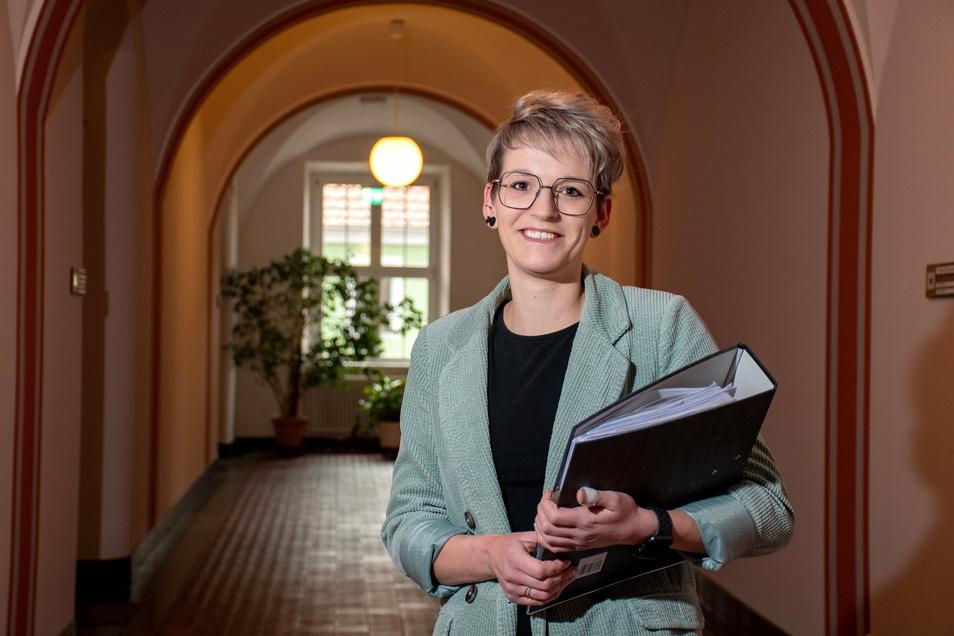 Natalie Möckel wird jetzt häufig die langen Gänge des Rathauses entlanggehen. Die 31-Jährige ist die neue Leiterin des Personal- und Hauptsamtes der Stadt.