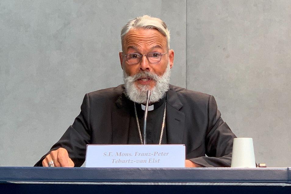 Franz-Peter Tebartz-van Elst spricht im Vatikan bei der Vorstellung eines neuen ·Direktoriums für die Katechese· - ein Regelwerk für den Unterricht im Glauben.