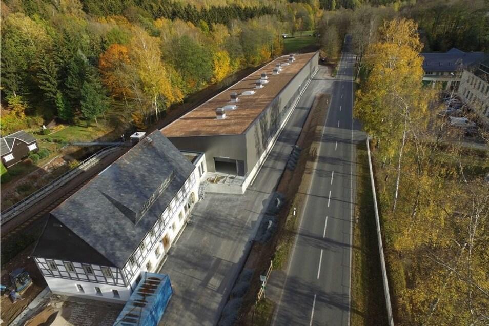 """Die einstige Gaststätte """"Huthaus"""" steht unter Denkmalschutz. Deshalb musste ihre Fassade mit dem Fachwerk erhalten bleiben."""
