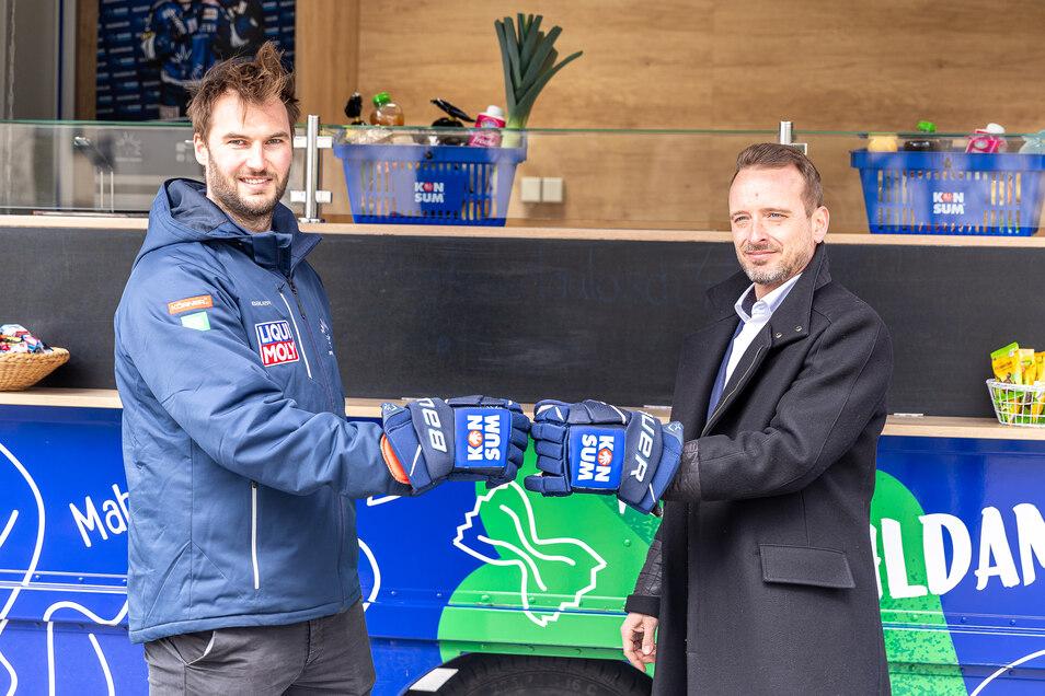 Die Dresdner Eislöwen freuen sich, dass Ernährungspartner KONSUM DRESDEN eG das Engagement bei den Blau-Weißen erneut erweitert.