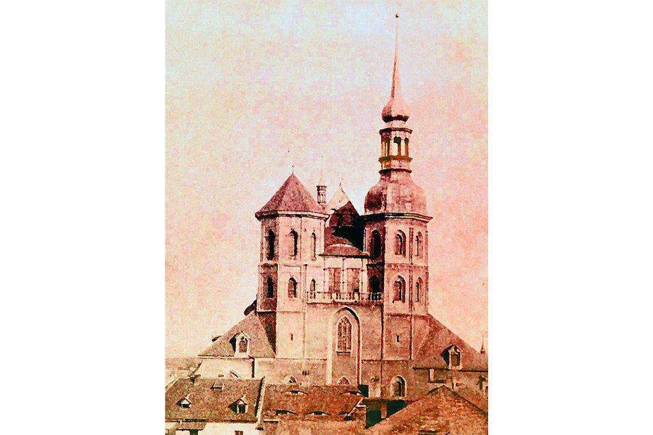 1298 ersterwähnt und 1497 vollendet, 1691 abgebrannt und bis 1715 wieder aufgebaut trug die Peterskirche um 1730 eine barocke Turmhaube. Repro: Sammlung Schermann