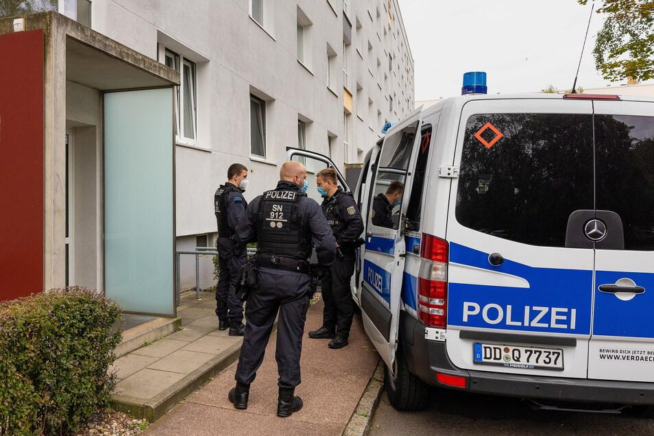 Aus den Wohnungen wurden zahlreiche Beweismittel gesichert.