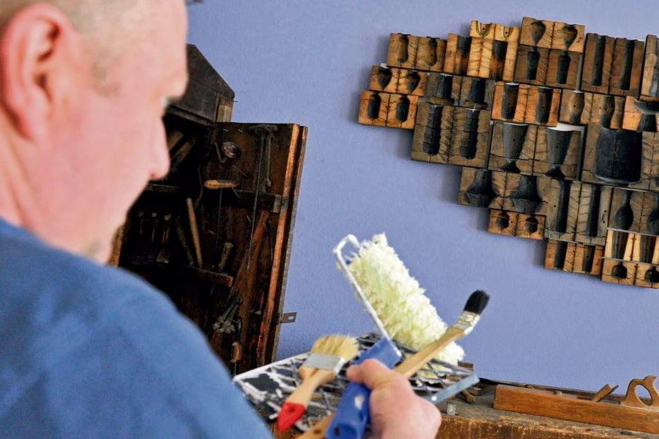 Glasmuseum Weißwasser: Lavendel bringt die Holzformen, die man einst zur Glasherstellung brauchte, besser zur Geltung.