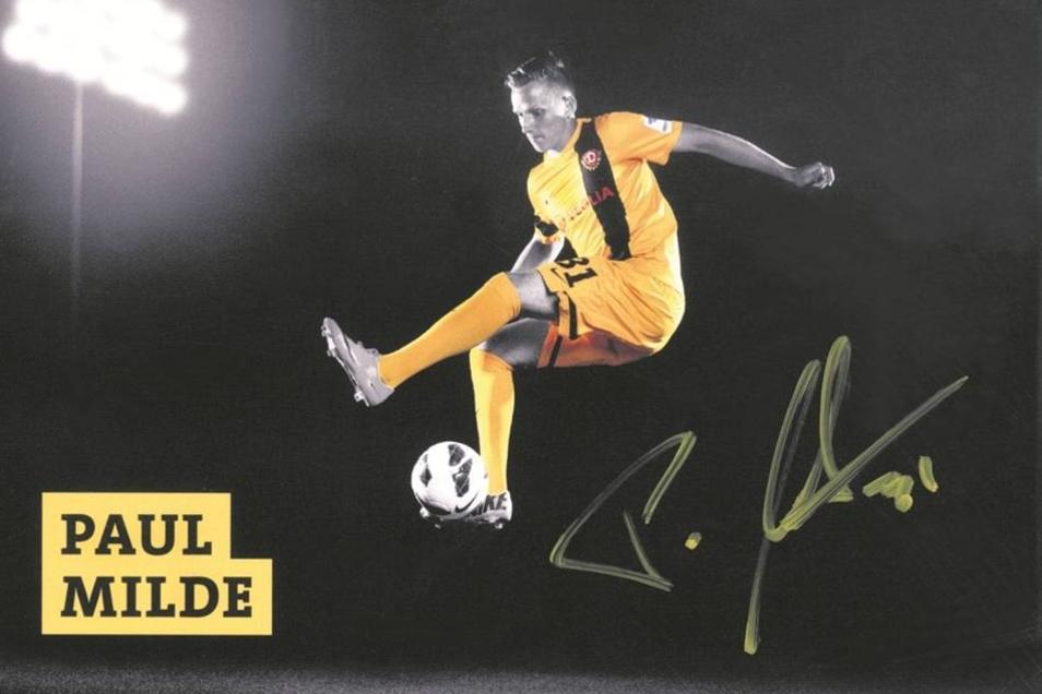 So sieht es aus, das erste Autogramm von Paul Milde. Seit der besonderen Signierstunde in der Dynamo-Straßenbahn ahnt er umso mehr, was es heißt, Fußball-Profi zu sein– und freut sich auf sein zweites Spiel. Foto/Autogrammkarte: Verein
