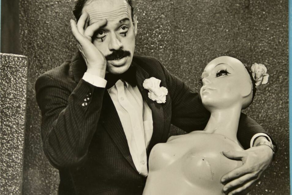 Inspiration erhielt Herzog auch von dem Pantomime Marcel Marceau – ob in Ringelshirt oder Anzug.