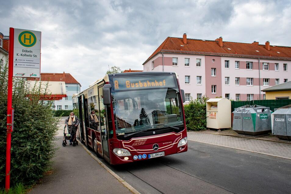 Die Bushaltestelle an der Käthe-Kollwitz-Straße ist eine von zweien im Wohngebiet Döbeln Ost. Der Stadtverkehr ist wichtig, denn das ist der Stadtteil mit der ältesten Bevölkerung.