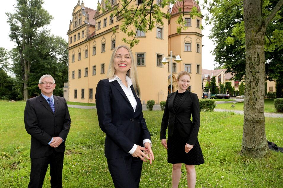 Das Team vom Schlosshotel Althörnitz: der neue Direktor Andreas Korf, Eigentümerin Kateryna Smura und Managerin Janin Blaser (v. l.).