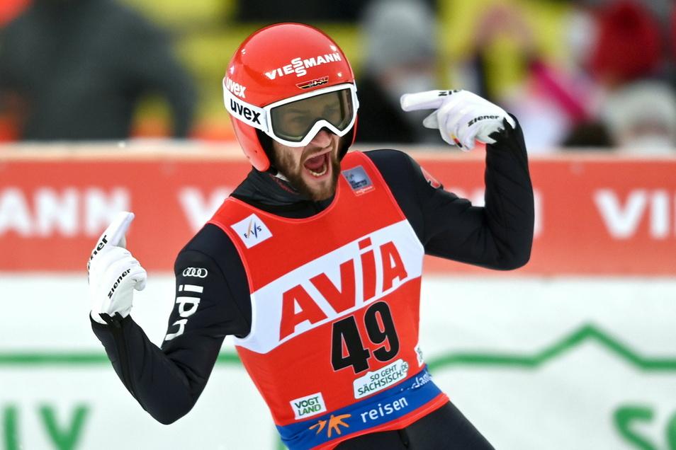 Markus Eisenbichler findet in Klingenthal zu seiner Bestform zurück und landet nach Sprüngen auf 138 und 141,5 Meter auf Rang drei.