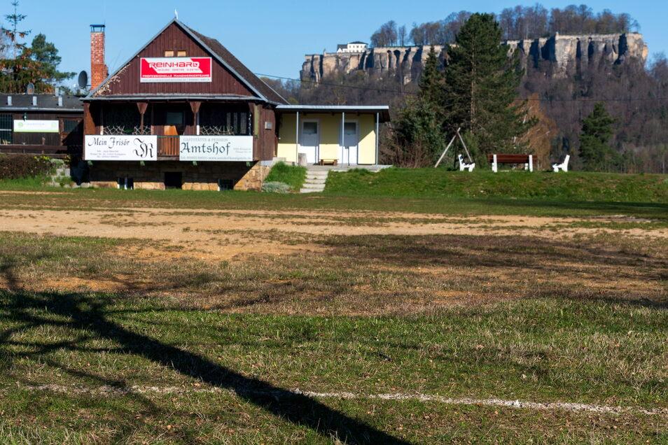 """Der wohl schlechteste Fußballplatz im Landkreis: Der """"Acker"""" von Pfaffendorf."""