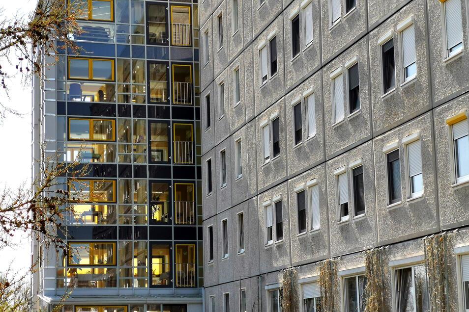 Das Radeberger Pflegeheim in der Nähe des Krankenhauses an der Pulsnitzer Straße wurde im Oktober 1990 eröffnet. Laut Internetseite stehen auf sechs Etagen 200 Wohnplätze zur Verfügung.