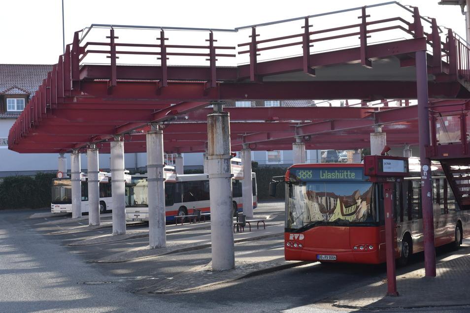 Der Busbahnhof in Dipps ist Drehscheibe für den Linienverkehr ins Osterzgebirge. Er ist aber auch ein Brennpunkt. Darum hat die Stadt ein Alkoholverbot in dem Gebiet geplant.
