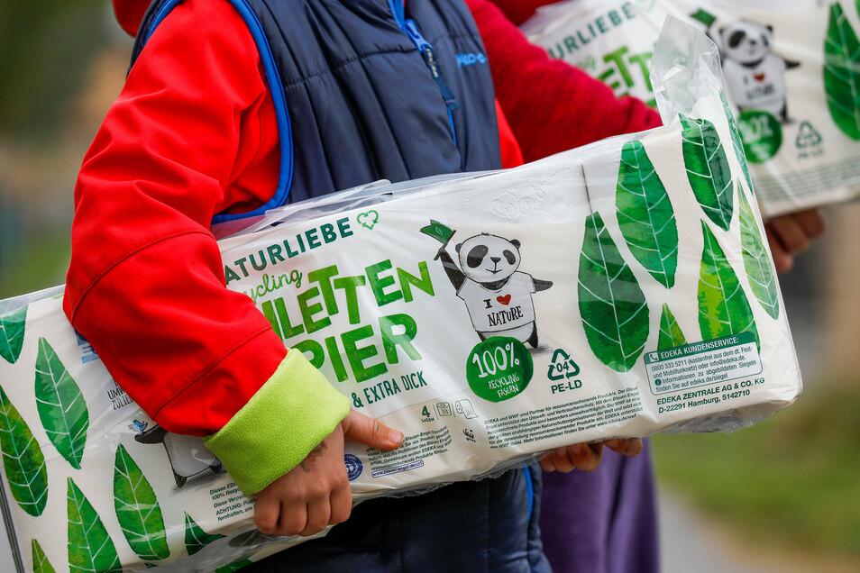 Die Menschen in Löbau-Zittau kaufen wieder vermehrt Klopapier ein.