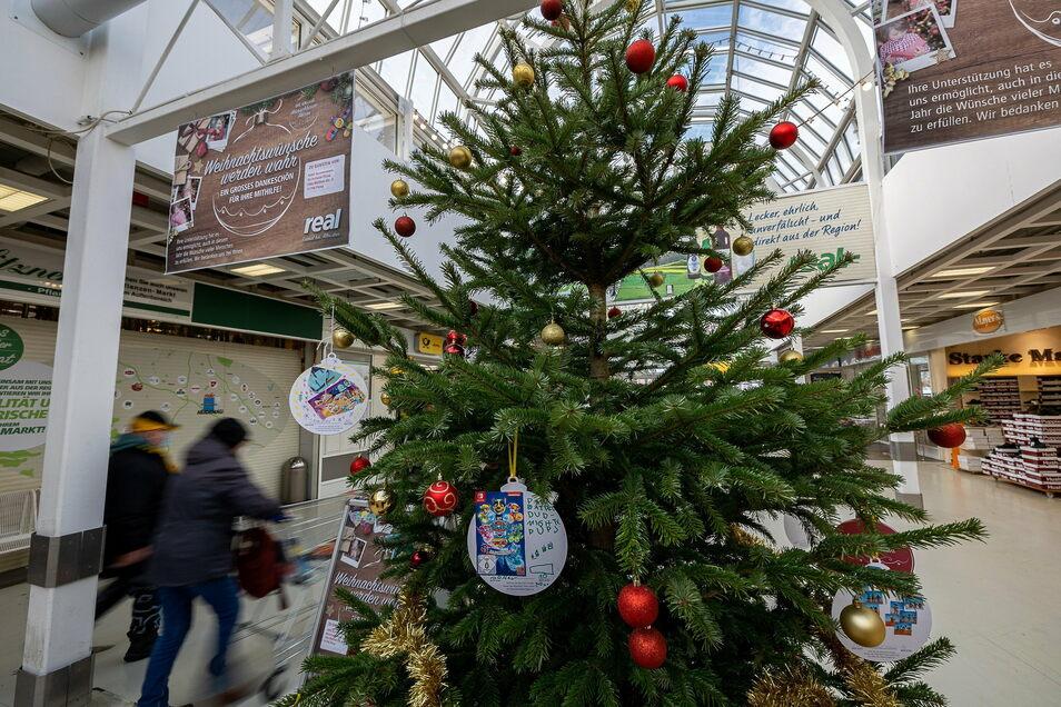 Ein Baum, der nicht nur die Kunden erfreut, sondern sie auch einlädt, Kindern und Jugendlichen eine Freude zu machen.