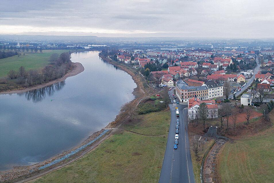 Die Elbe bei Dresden. Was bringt der Fluss vor der Kläranlage mit sich, und was befindet sich danach im Wasser? Hunderte Proben wurden dafür genommen.