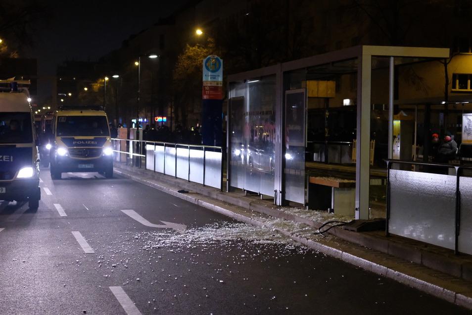 Diese Straßenbahnhaltestelle wurde beschädigt.