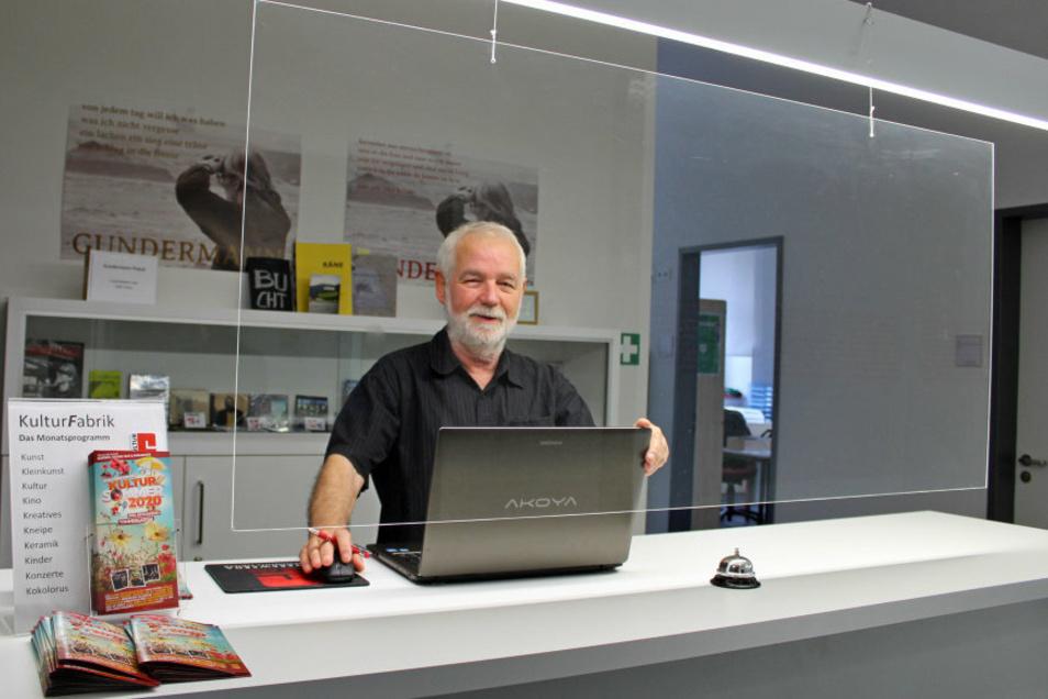 Klaus-Peter Rosenstengel ist gern für die Kulturfabrik im Ehrenamt tätig. Die Infothek besetzt er regelmäßig.