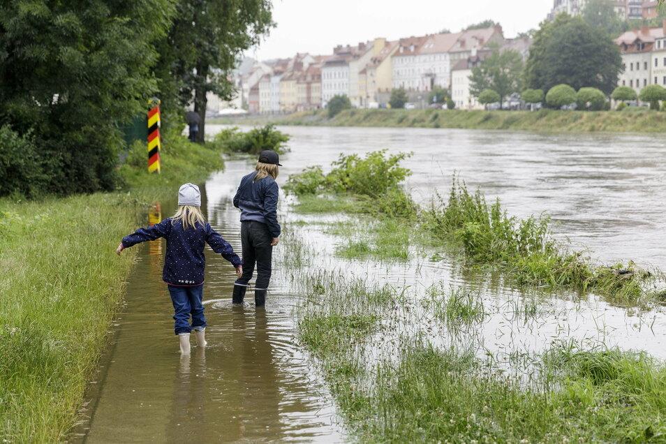 Was wie ein kleines Hochwasser aussah, war lediglich die Alarmstufe 1 an der Neiße - für einen Tag.