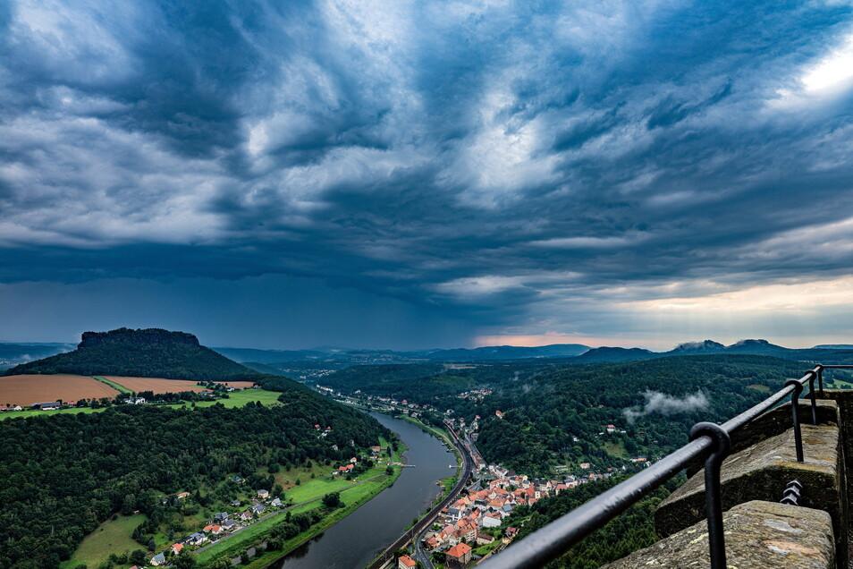 Der Tag, an dem der große Regen kam: Von Sonntagabend an war in den meisten Regionen in Sachsen kein Sonnenstrahl mehr zu sehen.