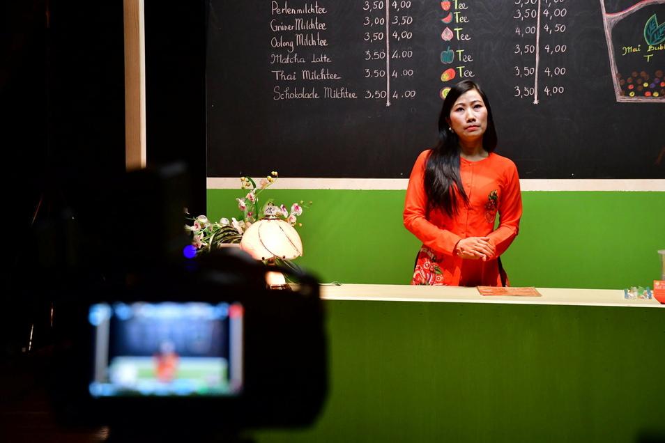 Klischees - wie die Vietnamesin am Bubble-Tea-Stand haben eben auch eine Wahrheit. Foto: Peter R. Fiebig