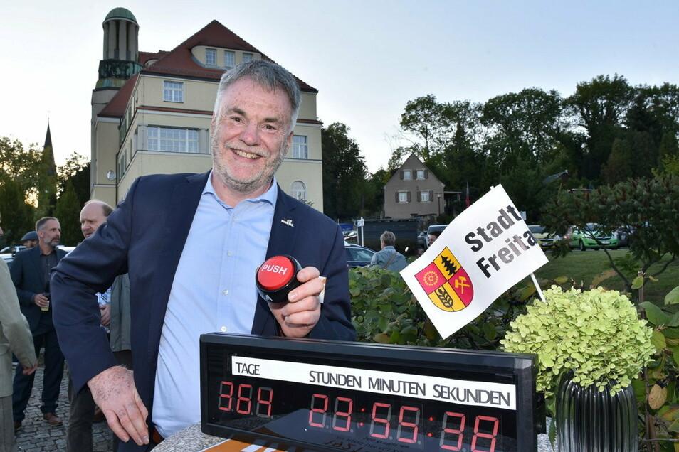 Am 1. Oktober 2020 startete Uwe Rumberg die Uhr zum Countdown für die 100-Jahr-Feier der Stadt Freital.