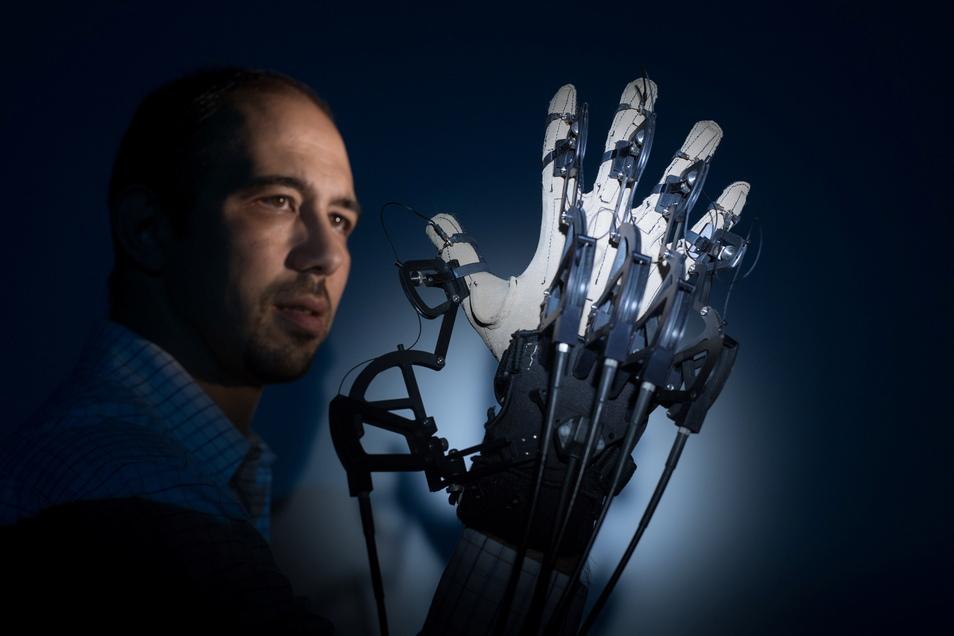 Bereist bei der 5. Generation von Mobilfunk arbeitet die TU Dresden an schnellen Datennetzen. Hier beim taktilen Handschuh geht es zum Beispiel um die nahezu verzögerungsfreie Übertragung von Berührungen und Bewegungen der Hand.