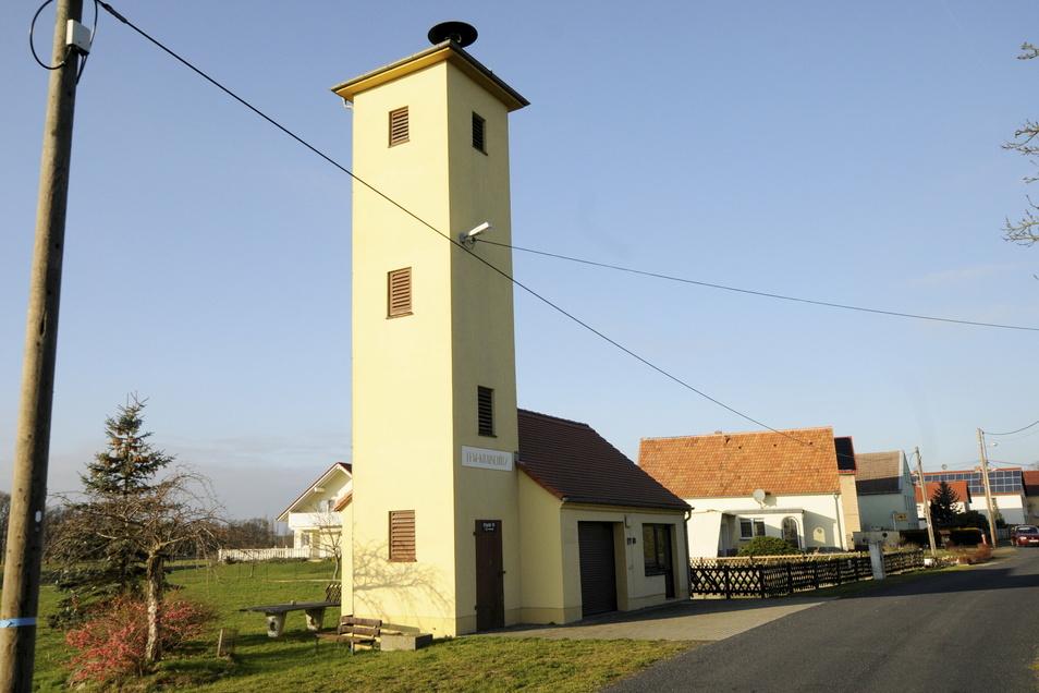 Im Großenhainer Ortsteil Krauschütz wird bis Ende April an der Glasfaserverkablung gearbeitet.