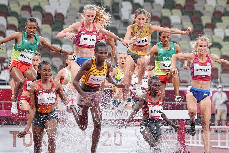 Gesa Felicitas Krause (4.v.r.) läuft über 3.000 Meter Hindernis auf den fünften Platz.