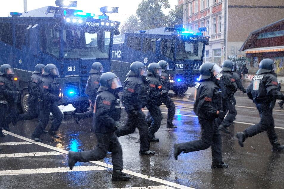 Sachsens Innenminister äußerte sich besorgt über die zunehmende Radikalisierung Linksextremer.