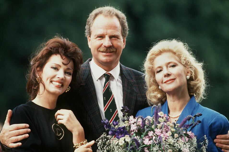"""Die Schauspieler Iris Berben (l), Friedrich von Thun und Christiane Hörbiger im Jahr 1988 in der ZDF-Serie """"Das Erbe der Guldenburgs""""."""