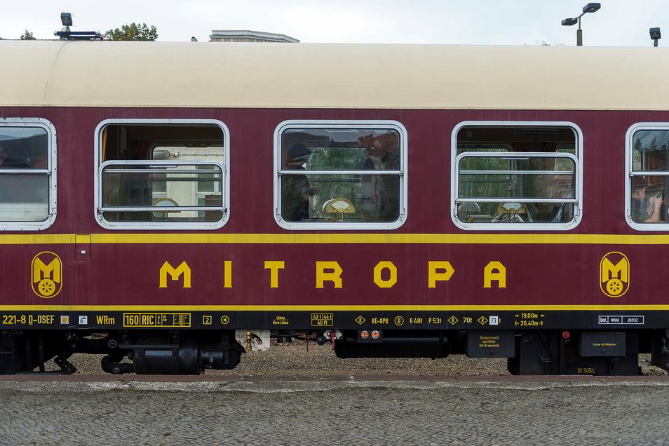 Der Mitropa-Speisewagen von außen.