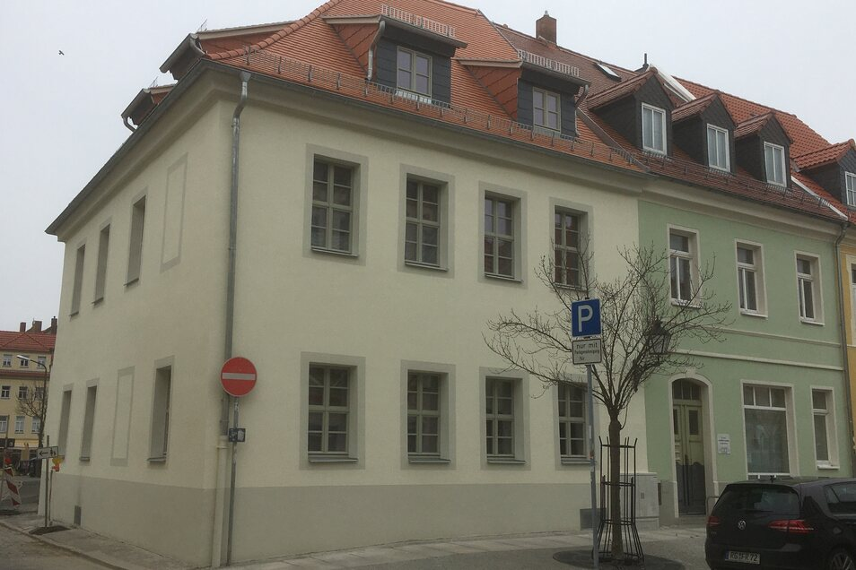 """Ist schön geworden, das unter Denkmalschutz stehende ehemalige Lokal """"Zur Börse"""" am Neumarkt, das ein Dresdner als Wohnhaus saniert hat. Das Gebäude stammt aus dem 19. Jahrhundert."""