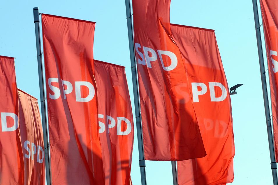 Rauer Wind zaust die Fahnen der SPD. Die älteste deutsche Partei sucht ihre Zukunft und eine neue Führung. Dieser möchte der Bautzener Oberbürgermeister Alexander Ahrens angehören.