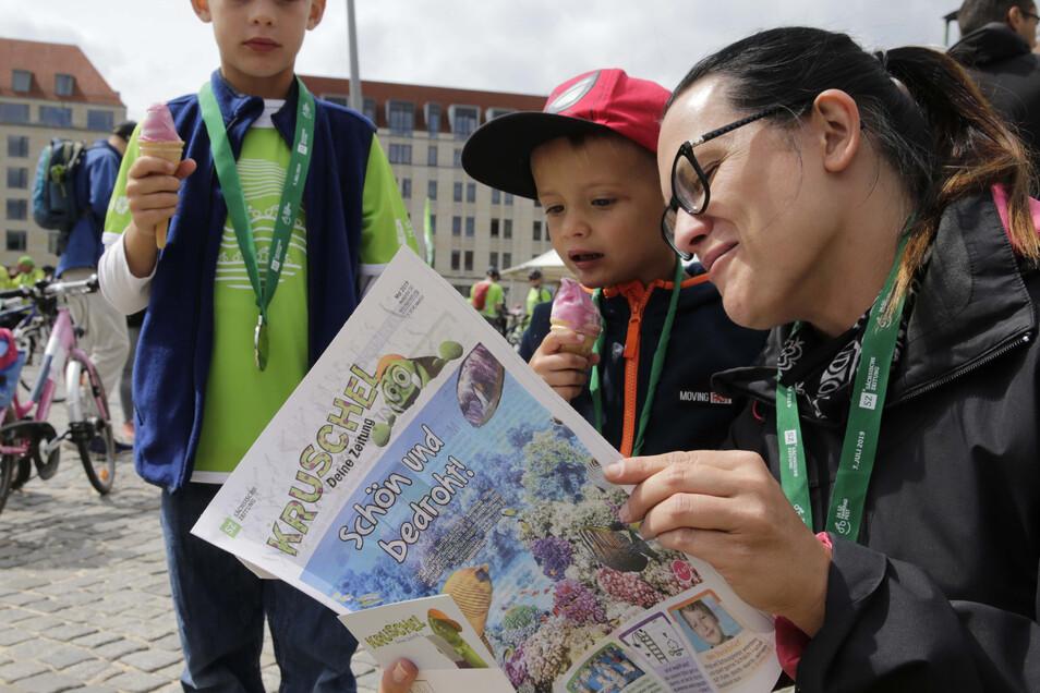 Familie Klein aus Meißen mit Lektüre für die Kids.