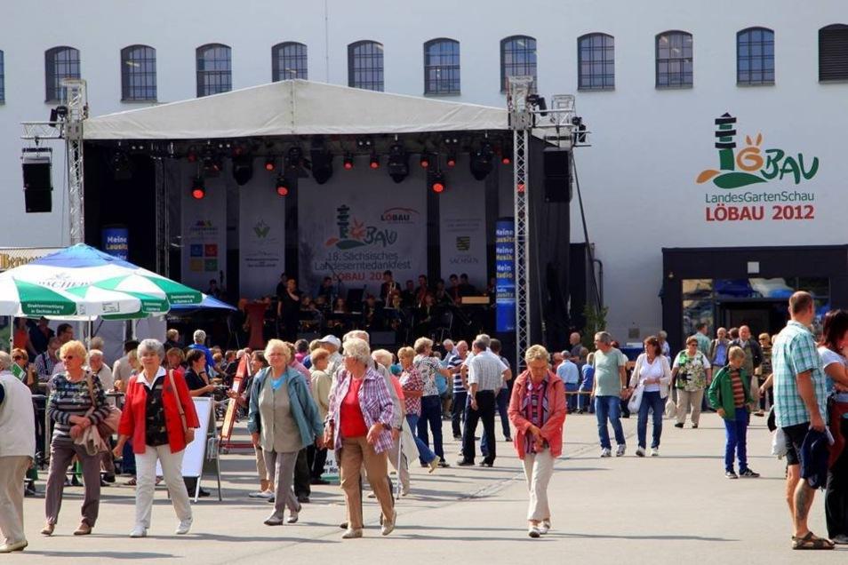 Bühne vor der Blumenhalle.