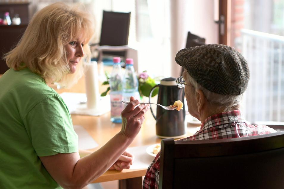 Immer mehr Sachsen sind pflegebedürftig. Das erfordert auch neue Berufsbilder, zum Beispiel das des Pflegeberaters.