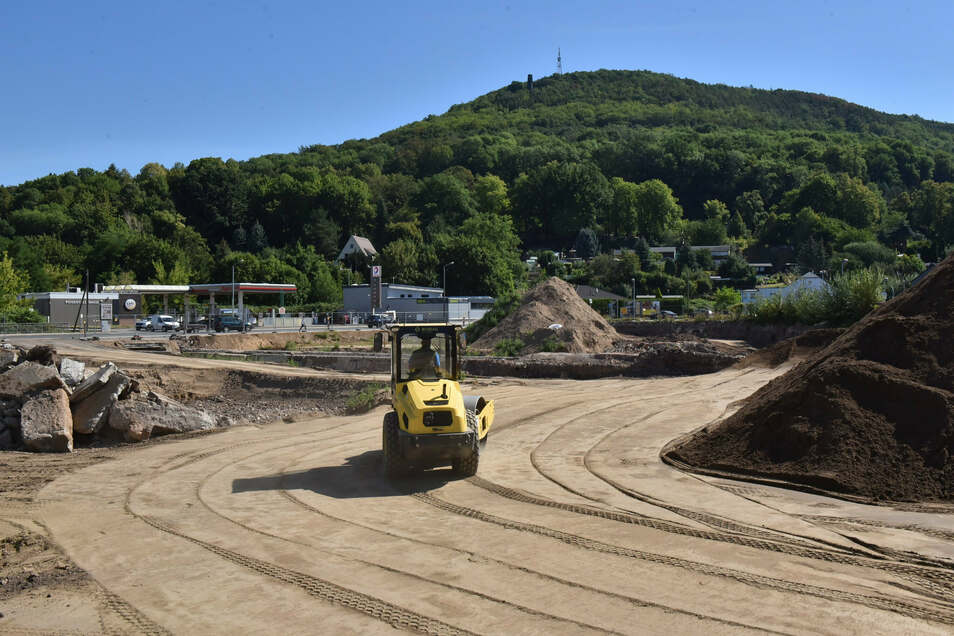 So sah es auf der Baustelle im August 2020 aus. Hier wird unbelastetes Bodenmaterial eingebaut.