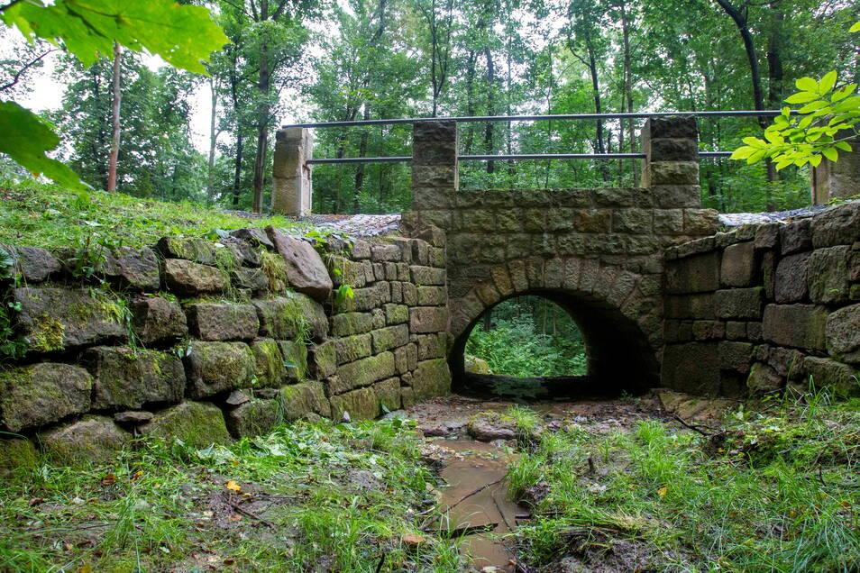 Wiedereröffnung der historischen Brücke am Malerweg, die als Rekonstruktion der Goldbornbrücke im Forstbezirk Neustadt aufgebaut wurde.